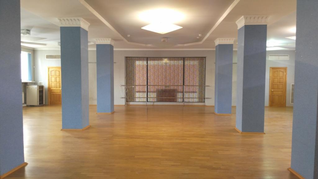 зал для выставки - снять по низкой цене